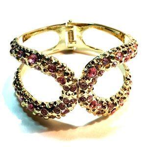 Jewelry - Gold tone ladies bracelet